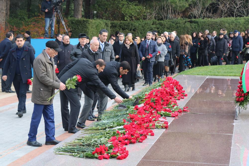 Əqli Mülkiyyət Agentliyinin kollektivi Heydər Əliyevin məzarını ziyarət edib
